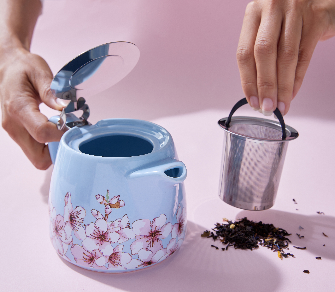 alfred-coffee-tand-tea-room-teapot-lifestyle-3_1576907653.0789