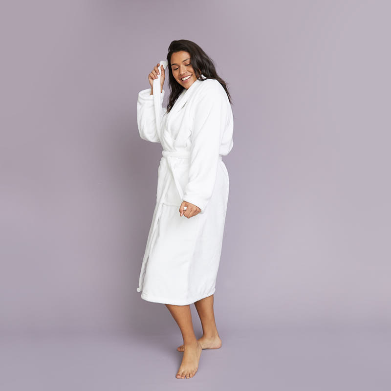 wrapped-in-a-cloud-robe-white-lifestyle-1_1552886731.9507