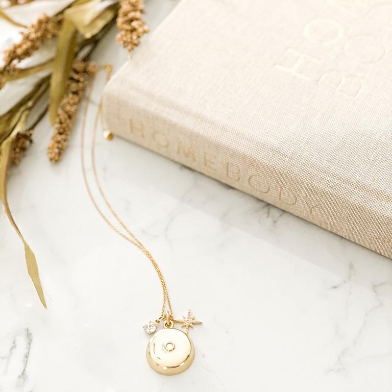 invisawear-charm-necklace-gold-2_1579656838.8908