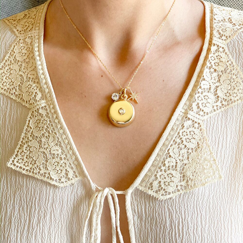 invisawear-charm-necklace-gold-4_1579656841.3329
