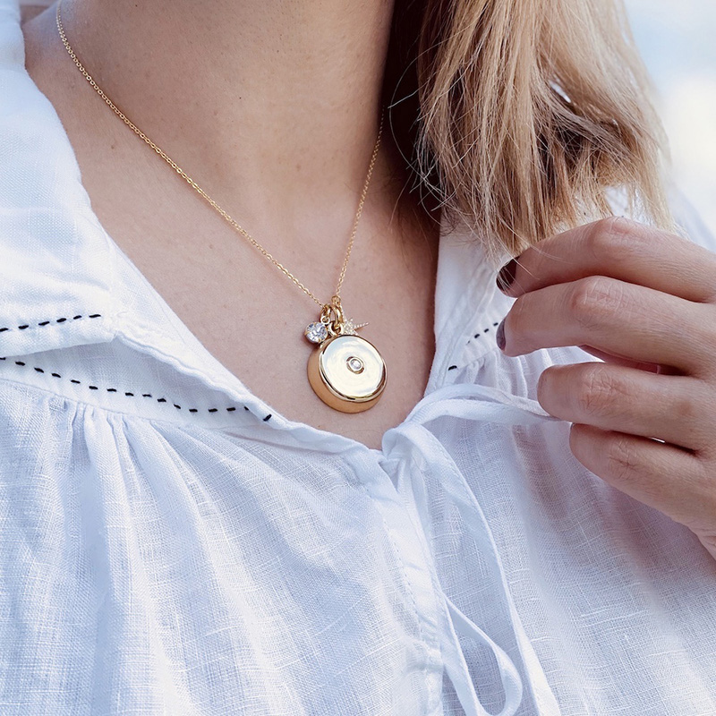 invisawear-charm-necklace-gold-6_1579656843.9827